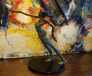 Une sculture en bronze de l'artiste Nicole taillon