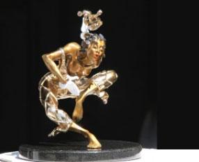 Nicole Taillon, a bronze sculptor artist from Quebec